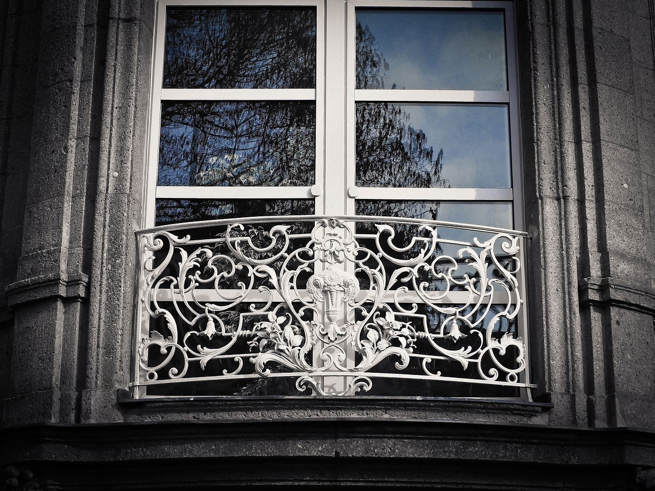 window-1210678_1280
